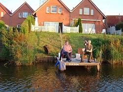 Ferienhaus TINA direkt am Timmeler Meer mit eigenem Angelsteg...