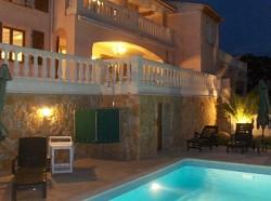Ferienvilla Exklusive Ferienvilla am Meer für 8 Personen mit Pri...