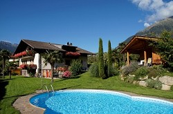 Oberangerhof*** Pension in Algund bei Meran mit Pool in sonniger...