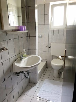 Appartment 4 Badezimmer und Toilette