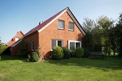 Ferienhaus Familienurlaub Ferienhaus Tini mit grossem Garten in...