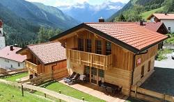 Ferienhütten Auszeit Chalets Hüttenurlaub mit Wellness für Famil...