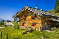 Almhütte Urlaub auf der Alm die Wallmanhütte bietet Platz für 10...