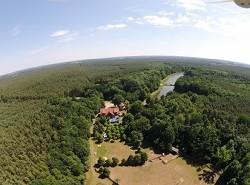 Urlaub im Grünen umgeben von Wald, Wasser und Wiesen Landhotel