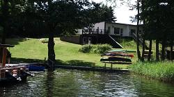 Ferienhaus auf Wassergrundstück, Strand, Sauna, Floss, Motorboot...