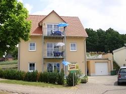Ferienhaus Ferienwohnung Ferienhaus mit 3 Ferienwohnungen am Bro...